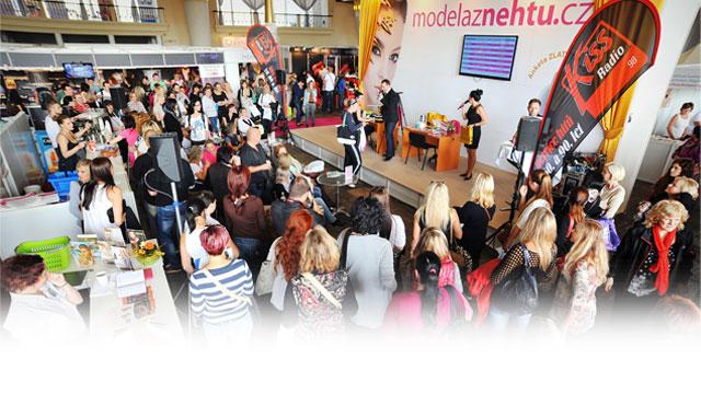 <i><a href='/magazin/?c=3103'><h3>Interbeauty Prague 2014 letos oblékl luxusní zlatý kabát!</h3><p>Podzim vstoupil na scénu, a to je ten nejlepší okamžik pro představení novinek. A kde jinde je ideální příležitost než na Mezinárodním veletrhu Interbeauty Prague 2014?</p></a></i>