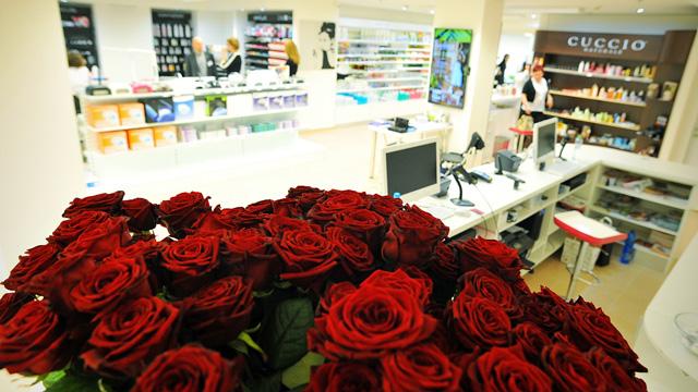 <i><a href='/magazin/?c=3231'><h3>Vánoční dárek od modelaznehtu.cz - největší prodejna s nehtovou kosmetikou</h3><p>Modelaznehtu.cz si letos pro své zákazníky připravila opravdu krásný dárek. Tím je největší prodejna nehtové kosmetiky v republice, kterou najdete v Praze 5, v ulici Radlická 8.</p></a></i>