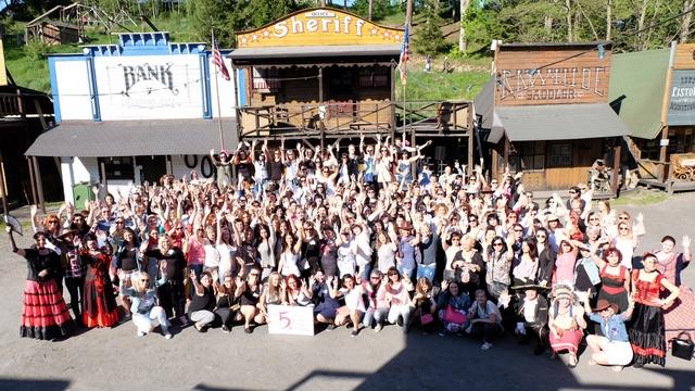 <i><a href='/magazin/?c=6063'><h3>5. VIP Nail Congress v největším přírodním zábavním areálu!</h3><p>Stejně jako každý rok se i letos konal pátý ročník V.I.P. Nail&Beauty kongres, který se uskutečnil 18. května 2017. Poprvé se tak stalo v největším přírodním zábavním areálu v České republice, v městečku Šiklův mlýn nedaleko Brna.</p></a></i>