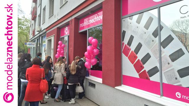 <i><a href='/magazin/?c=5243'><h3>Slavnostně jsme otevřeli první slovenskou prodejnu v Bratislavě!</h3><p>V pondělí 11. dubna 2016 bylo na adrese Račianská 29 opravdu rušno.</p></a></i>